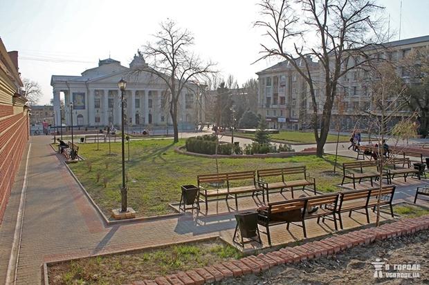 Театральный сквер в Запорожье / фото: Анна Покровская