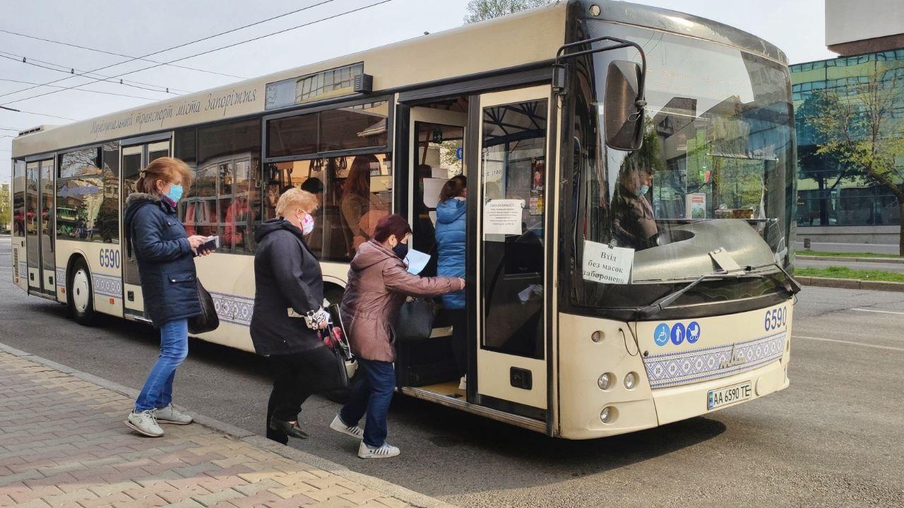 Как видим, пенсионеров со справками в автобусы пускают