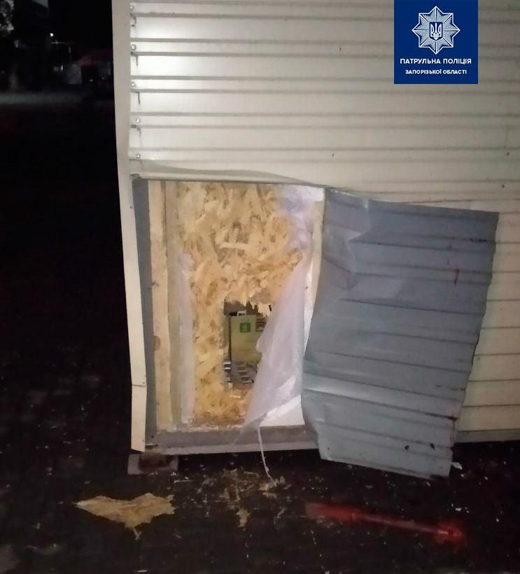 В Запорожье ограбили киоск. Фото: Патрульная полиция