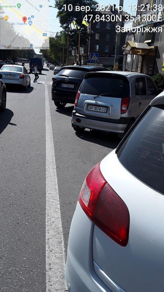 Преподаватели из автошкол паркуются с нарушениями. Фото: Служба инспекторов по парковке