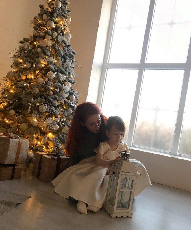 """Бриззи с Мариной Бойко, медсестрой, которая заботилась о ней с 3,5 месяцев. Фото: """"Украинская правда. Жизнь"""""""