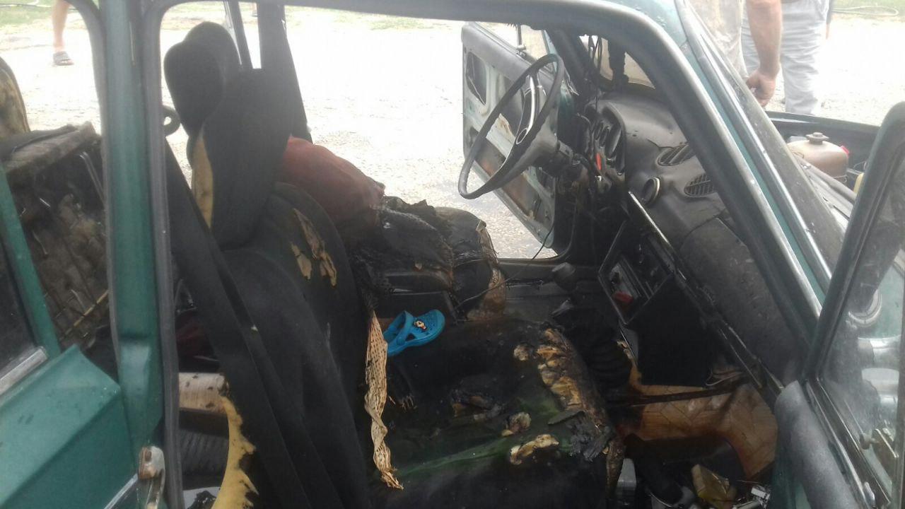 В машине взорвался баллон / фото: ГСЧС в Запорожской области