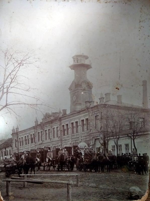 Здесь располагалась пожарная команда в прошлом веке / фото: из семейного архива Ирины Кочергиной