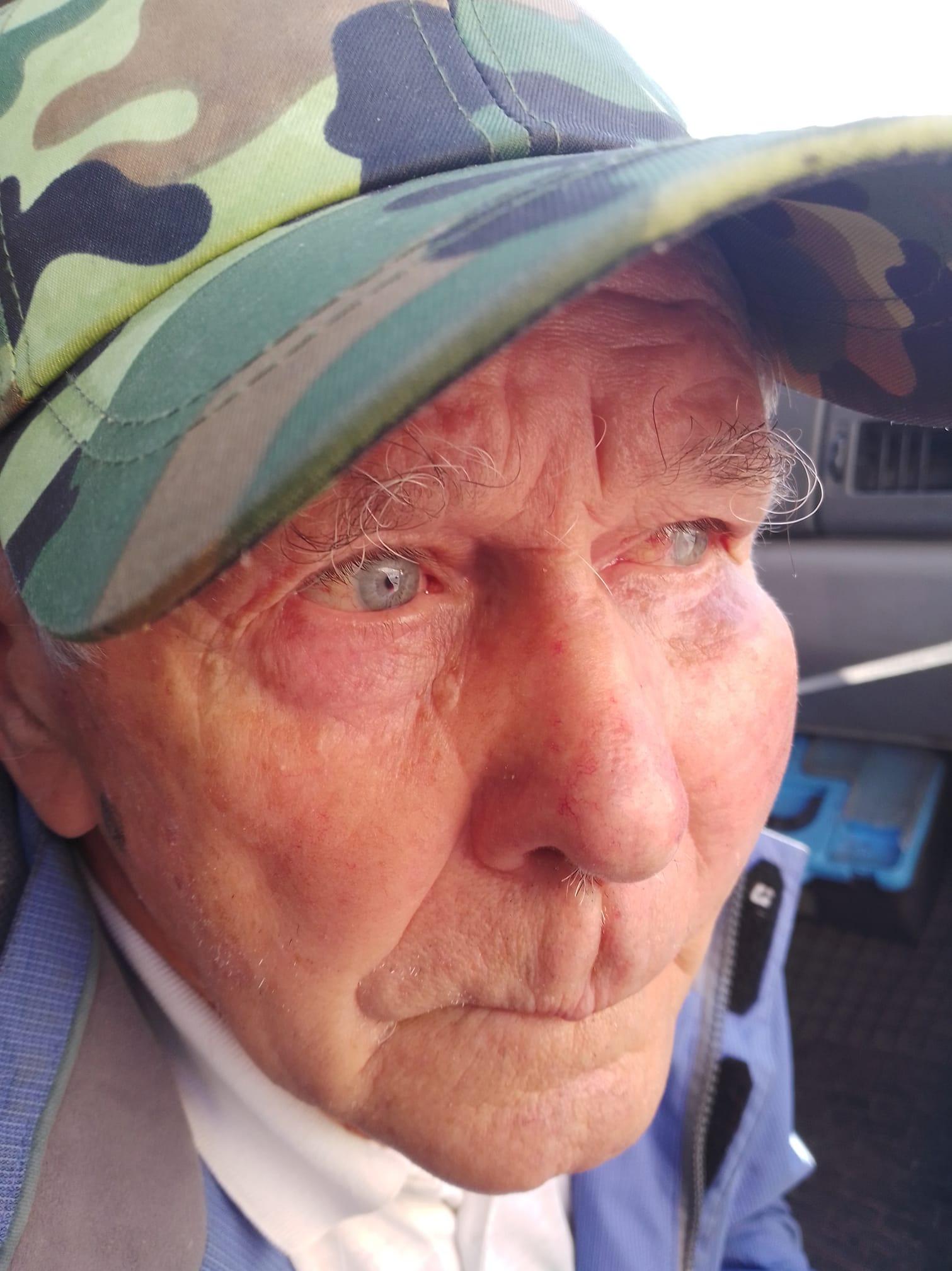 В Запорожье водитель маршрутки, не желая пускать в транспорт пенсионера, с силой ударил его дверью по голове (видео) 1