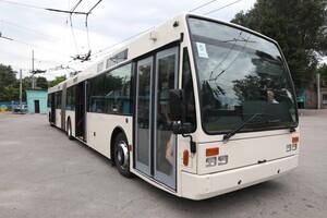 Еще один: в Запорожье приехал европейский троллейбус (фото) фото