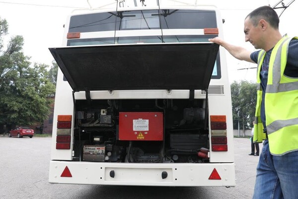 Еще один: в Запорожье приехал европейский троллейбус (фото) фото 5