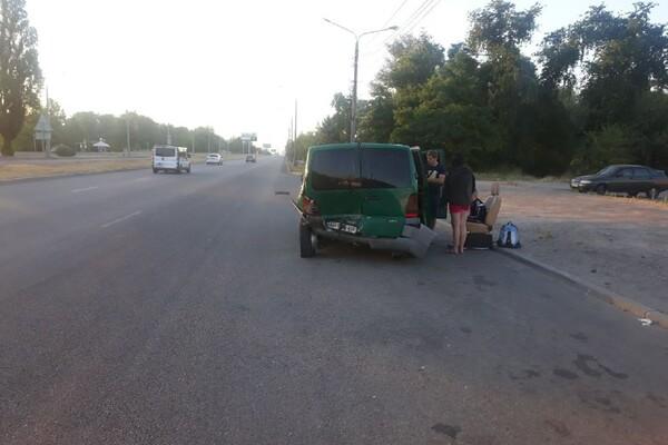 Не разминулись два Мерседеса: на Набережной произошло ДТП с пострадавшими фото