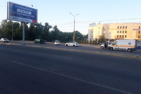 Не разминулись два Мерседеса: на Набережной произошло ДТП с пострадавшими фото 1