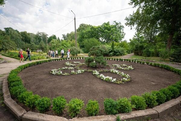 Единственная в Украине: в Запорожье продолжают строительство оранжереи фото 8