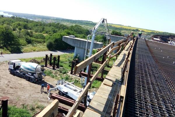 Принялись к монтажу: как проходит строительство запорожских мостов фото 10