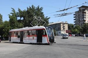 С новым дизайном: в Запорожье собрали обновленный трамвай фото