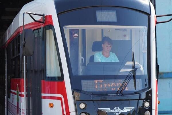 С новым дизайном: в Запорожье собрали обновленный трамвай фото 5
