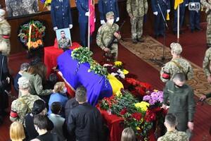 Сдержать слез никто не мог: в Мелитополе простились с курсантами, погибшими в авиакатастрофе фото