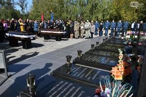 Сдержать слез никто не мог: в Мелитополе простились с курсантами, погибшими в авиакатастрофе фото 1